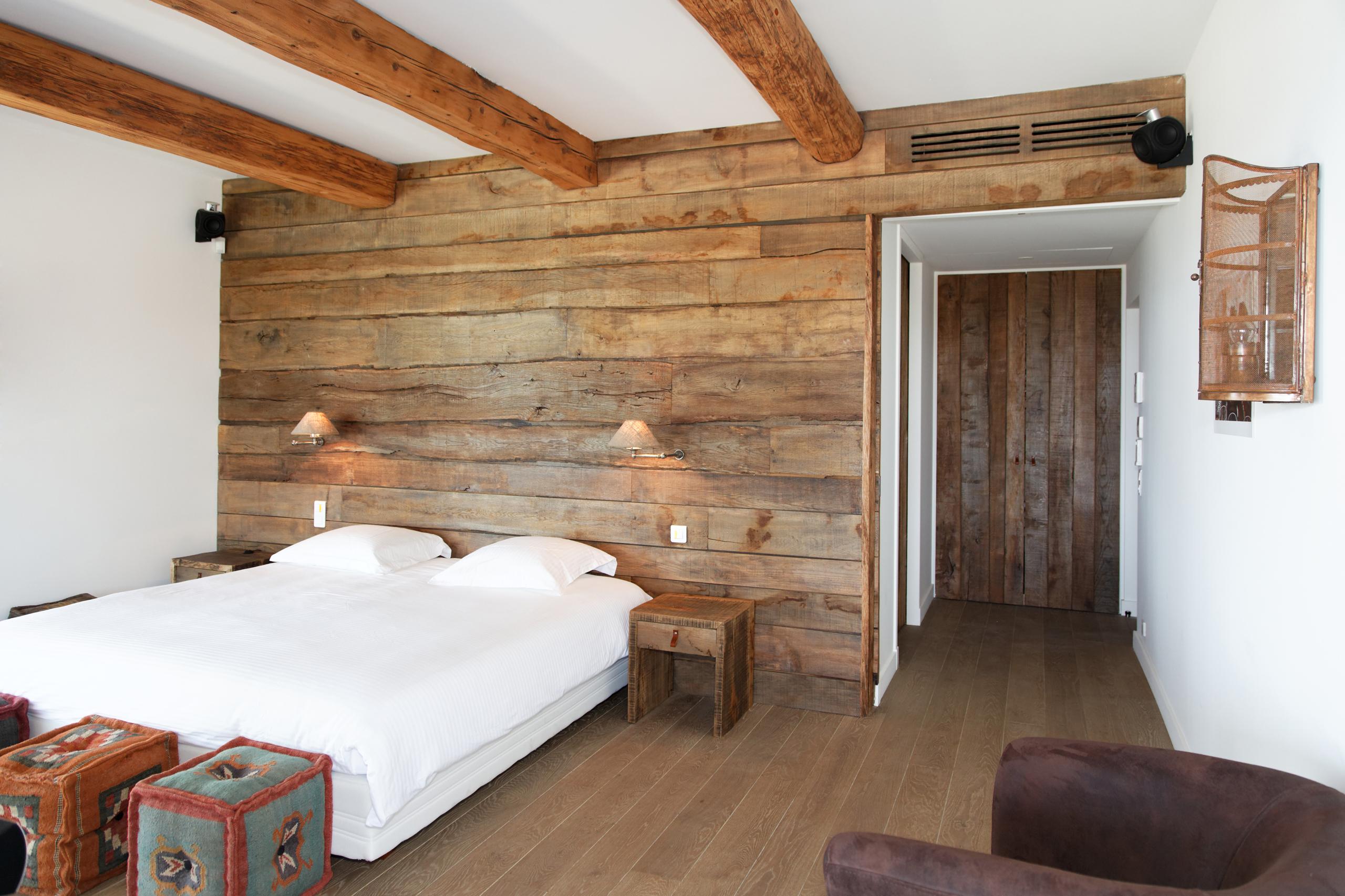 Chambre de villa grimaud bv menuiserie rafflin for Interieur en bois