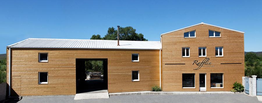 atelier menuiserie rafflin - devanture extérieure - barge bois