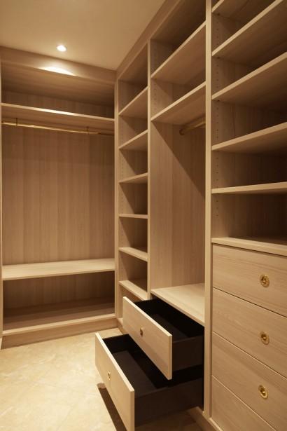 dressing sur mesure pour une villa menuiserie rafflin. Black Bedroom Furniture Sets. Home Design Ideas
