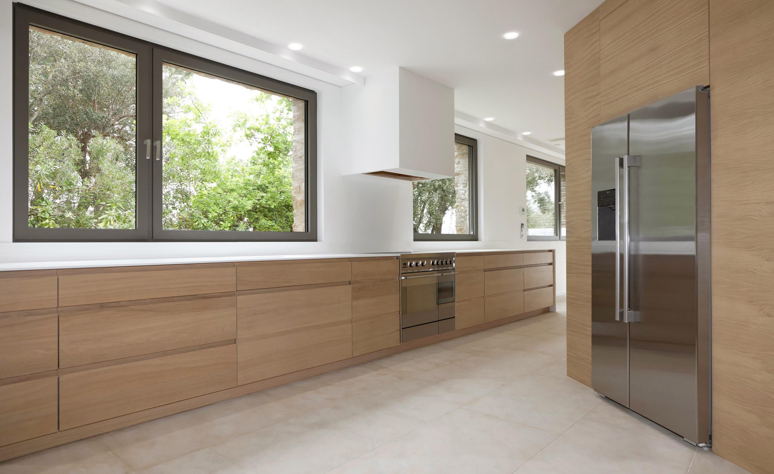 cuisine pour une villa st tropez sc menuiserie rafflin menuiserie rafflin. Black Bedroom Furniture Sets. Home Design Ideas