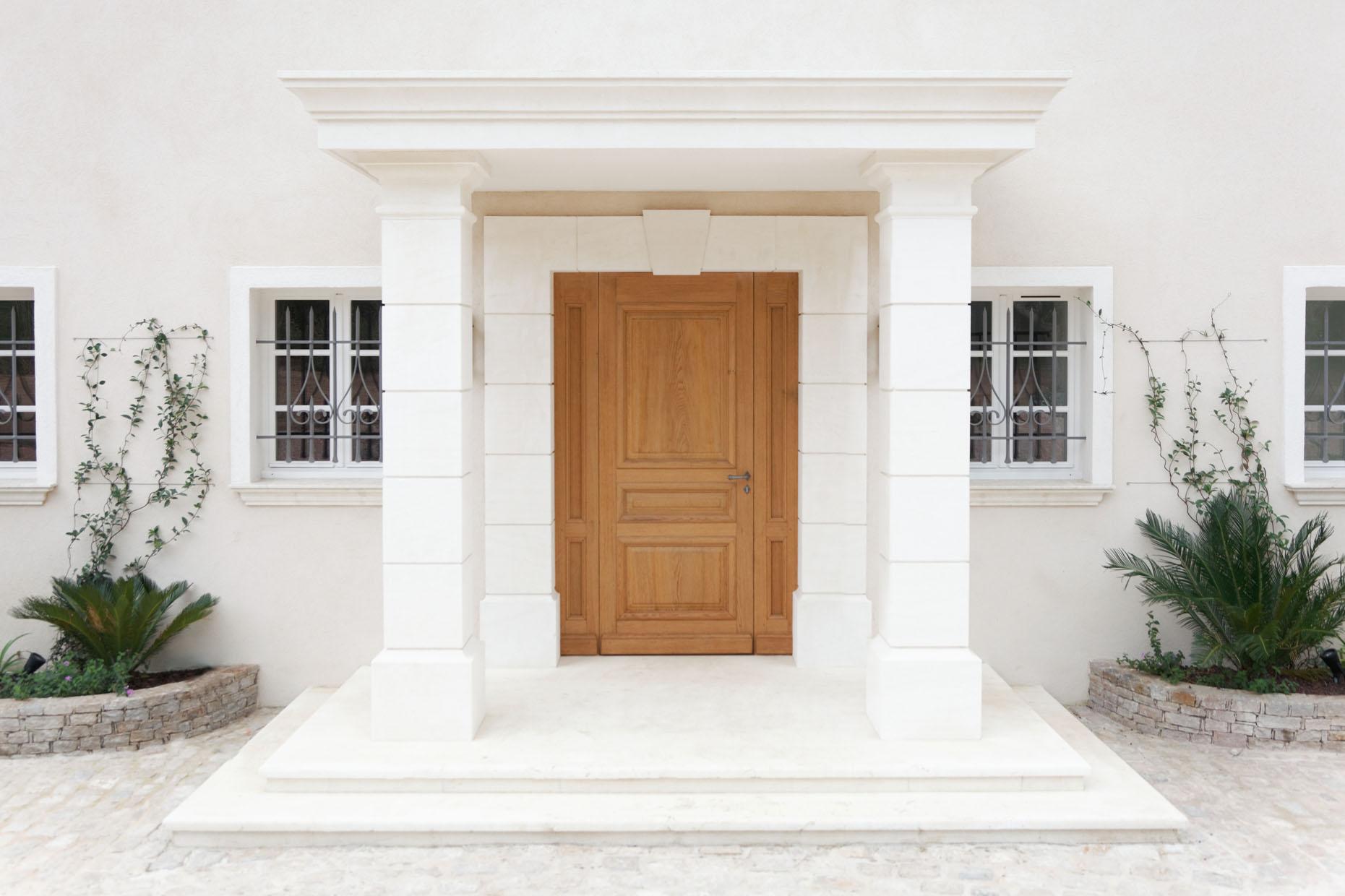 Porte d 39 entr e au plan de la tour menuiserie rafflin for Deco entree villa
