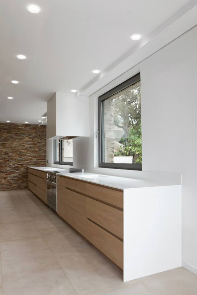 Corian cogolin et saint tropez menuiserie rafflin for Installer plan de travail sans meuble