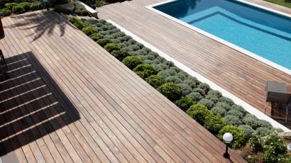 Terrasse piscine en bois - saint tropez
